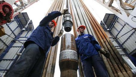Oil Price Drilling Pipe on Drilling Tower